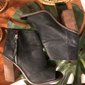 Kelsi Dagger Black Leather Peep Toe ZipUp Booties